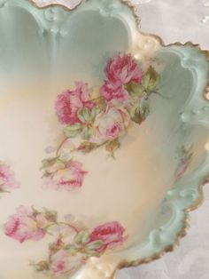 Shabby Chic Kitchen Pink Vintage China Ideas For 2019 Vintage China, Vintage Plates, Antique China, Kitsch, Antique Dishes, Vintage Dishes, Color Melon, Deco Rose, Regal Design