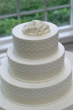 Beautiful cake! I would like to use blue ribbon around the base of each tier to tie into the color theme. Cupcake Cakes, Food Cakes, Black And White Wedding Cake, White Wedding Cakes, Elegant Wedding Cakes, Elegant Cakes, Gold Wedding, Wedding 2017, Wedding Planner