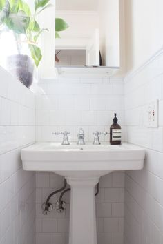Inexpensive Organizers Everyone With a Small Bathroom Should Be Using