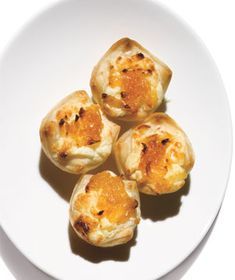 Gorgonzola pastry puffs