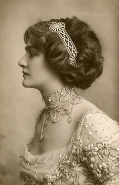 Lily Elsie, 1910s hairstyle with awesome hair jewelry!