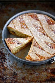 Giudicare la Pastiera Napoletana non è una cosa semplice nel senso che è una di quelle torte che divide molto i pa...