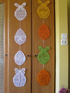 Zawieszki , pisanki szydełkowe. Filet Crochet, Knit Crochet, Easter Crochet, Easter Activities, Irish Lace, Crochet Gifts, Handicraft, Needlework, Diy And Crafts