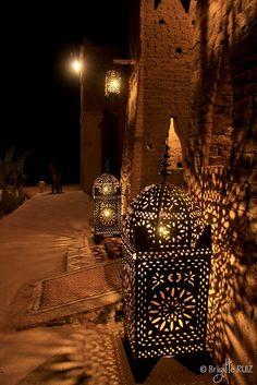 Moroccan Lamp, Moroccan Lanterns, Arabian Decor, Islamic Wallpaper Hd, Mosque Architecture, Foto Poster, Ramadan Decorations, Arabian Nights, Islamic Pictures