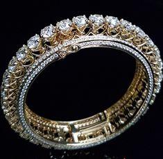 Nose Ring Jewelry, Gold Jewelry, Jewelry Accessories, Tiffany Jewelry, Diamond Necklace Set, Diamond Bracelets, Bangle Bracelets, Gold Bangles Design, Schmuck Design