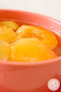 Receita de Pêssego em Calda – aprenda a fazer essa compota  para servir no Ano Novo! #receitas #pêssego #anonovo #ceia #ceiadeanonovo