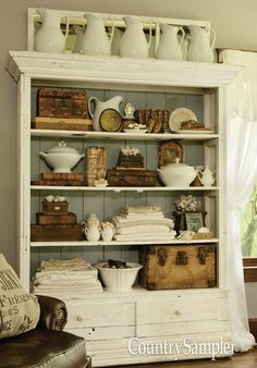 Bookcase Styling, Country Farmhouse Decor, Farmhouse Style, Home Decor Inspiration, Home Remodeling, Decoration, Kitchen Decor, Sweet Home, New Homes