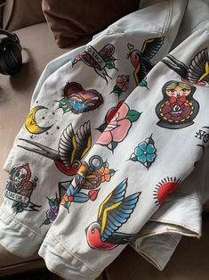 Painted Denim Jacket, Painted Jeans, Painted Clothes, Hand Painted, Denim Paint, Custom Clothes, Diy Clothes, Denim Jacket Embroidery, Custom Denim Jackets