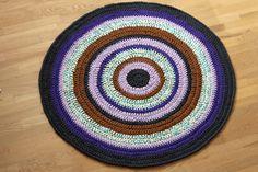 DIY: Round carpet in Zpagetti Hallway Carpet Runners, Cheap Carpet Runners, Carpet Stairs, Hall Carpet, Best Carpet, Diy Carpet, Carpet Ideas, Cas, Painting Carpet