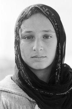 """Raziya, 15 Jahre: """"Zu Hause habe ich die achte Klasse besucht, Arabisch war mein Lieblingsfach. Im Augenblick habe ich keinen Schulunterricht mehr. Später möchte ich als Ärztin arbeiten - nicht so sehr aus finanziellen Gründen, sondern um Menschen zu helfen."""""""