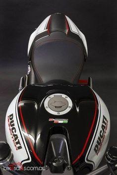 Which bike would you choose? Ducati Desmo, Moto Ducati, Ducati Cafe Racer, Ducati 821, Triumph Motorcycles, Cool Motorcycles, Ducati Custom, Ducati Monster 1200 S, Bmw