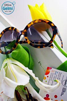 """La collezione di #occhiali da sole #Prada per la primavera-estate 2015 è ricca di proposte irresistibili, originali e ricercate. Giochi cromatici, fantasie e pattern tartarugati: le proposte e le varianti sono veramente tantissime! Che ne dite di questo modello """"oversize"""", tondeggiante, in pieno stile retrò anni '60?"""