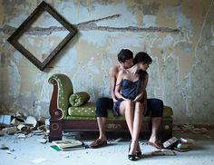 Σ'αγαπώ  Ως αγαπιούνται κάποια πράγματα σκούρα, μυστικά  Μες απ'την ψυχή και τον ίσκιο.. . .  P.Neruda