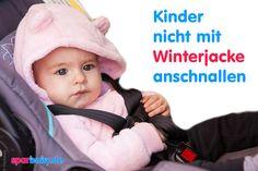 Im Winter wird es im Auto oft eisig kalt und die ersten Minuten im kalten Wagen sind sowohl für Kinder, als auch Erwachsene manchmal eine Zitterpartie. Mit dicker Winterkleidung lassen sich die Temperaturen gut aushalten.