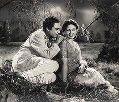 Ashok kumar and meena Kumari (Bandish Vintage Bollywood, Indian Bollywood, Bollywood Actress, Yogeeta Bali, Shammi Kapoor, Ashok Kumar, Legendary Pictures, Asian Photography, Golden Star