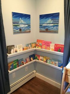 DIY book shelves from rain gutters. This may be the cutest kids' room storage idea we have ever seen! Wall Bookshelves Kids, Gutter Bookshelf, Book Shelves, Bookcases, Diy Gutters, Cube Storage Shelves, Black Decor, Diy For Kids, Home Projects