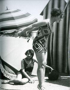 Luigi Diaz, Model wearing swimsuit designed by Sonia Delaunay, 1929, Bibliothèque Nationale de France