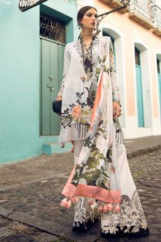 Elan Lawn Spring Summer Collection 2019 consists of perfect designs of Luxury Pakistani Designer Lawn Suits must have for a summer season. Pakistani Fashion Casual, Pakistani Dresses Casual, Pakistani Dress Design, Indian Fashion, Stylish Dress Designs, Designs For Dresses, Stylish Dresses, Casual Dresses, Indian Designer Outfits