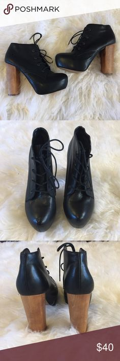 Steve Madden Craizie Platform lace-up booties Black Steve Madden craizie platform booties, super similar to Jeffrey Campbell kits style, worn a few times and in great condition. Size 8. Steve Madden Shoes Heeled Boots