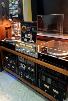 Best Picture For Audio Room decor For Your Taste You are looking for something, and it is go. Home Audio Speakers, Hifi Audio, Vinyl Storage, Record Storage, Home Music Rooms, Audio Rack, Audio Studio, Vinyl Room, Decorating Bookshelves