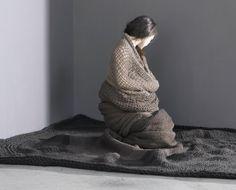 Chloe Pouzoulet's  afstudeerproject aan de Academie van Eindhoven. Grens tussen lichaam, object en omgeving vervaagt.
