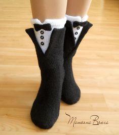 Носки шерстяные, вязаные носки, обувь для дома, домашняя обувь, сапожки вязанные, гетры высокие длинные, носки в подарок, носки мужские, женские, носки, зимние, под зимнюю обувь, подарок на Новый год Diy Crafts Crochet, Diy Crochet And Knitting, Crochet Wool, Crochet Humor, Crochet Socks, Cute Crochet, Knitting Socks, Crochet Baby, Funny Socks