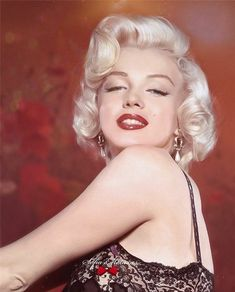 Arte Marilyn Monroe, Marilyn Monroe Wallpaper, Marilyn Monroe Portrait, Marilyn Monroe Photos, Hollywood Stars, Old Hollywood, Blond, Colorized Photos, Actrices Hollywood