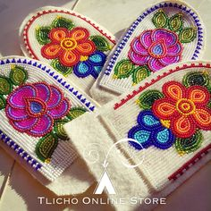 Ideas Embroidery Shoes House For 2019 Native Beading Patterns, Beadwork Designs, Seed Bead Patterns, Indian Beadwork, Native Beadwork, Native American Beadwork, Beaded Moccasins, Nativity Crafts, Beaded Crafts