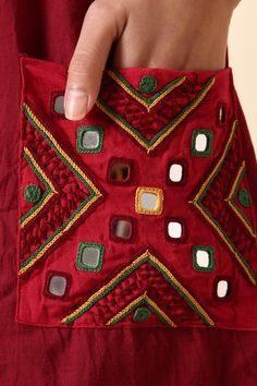 Embroidery On Kurtis, Kurti Embroidery Design, Hand Embroidery Dress, Flower Embroidery Designs, Creative Embroidery, Simple Embroidery, Embroidery Fashion, Embroidery Saree, Hand Embroidery Patterns Free