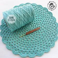 Last today with this color liiiiinda clear water green 💚 ENC️ENCOMEN . - Latest today with this color liiiiinda green clear water 💚 ENC️ENCOMEN … – Dantel - Crochet Pincushion, Crochet Mat, Crochet Carpet, Crochet Home, Crochet Placemats, Crochet Table Runner, Crochet Doilies, Doily Patterns, Knitting Patterns
