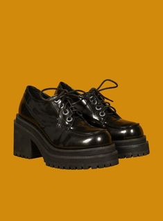 inspired oxfords featuring branded metal eyelets and a short front platform with a chunky heel. The platform is dense foam with a rubber sole. Pretty Shoes, Cute Shoes, Me Too Shoes, Look Fashion, Fashion Shoes, 90s Shoes, Swag Shoes, Looks Dark, Mode Ootd