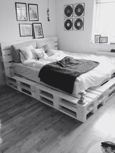 Now you have a great pallet bed tutorial, here are a couple of inspirational ideas on what you could do with pallets and DIY bed frames! So in case you have some pallets a bed isn't any more…Daha fazlası Pallet Bed Frames, Diy Pallet Bed, Diy Pallet Furniture, Wooden Pallet Beds, Furniture Ideas, System Furniture, Furniture Online, Furniture Design, Cheap Furniture