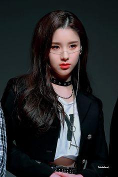 Photo album containing 30 pictures of HeeJin South Korean Girls, Korean Girl Groups, These Girls, Cute Girls, Loona Kim Lip, Girl Bands, Ulzzang Girl, Girl Crushes, Kpop Girls