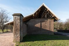 Completed in 2015 in Heemskerk, The Netherlands. Images by Jeroen Staats. At the end of 2014, in collaboration with contractor Somass, lab03 won the competition for a new visitor centre next to the historical castle...