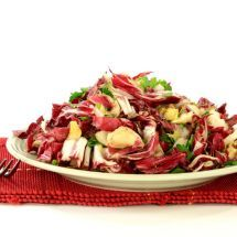 Une recette de saison avec des fruits et légumes d'hiver: Salade Chou-Rouge Endive sur Recettes.net #recette #cuisine #salade #healthy #santé #minceur #hiver #winter #végé #végétarien