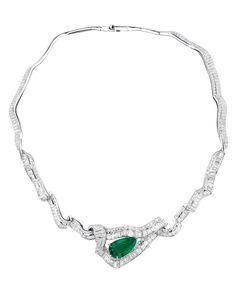 Collection Soie Dior joaillerie emeraude or blanc diamants http://www.vogue.fr/joaillerie/a-voir/diaporama/16-bijoux-des-collections-haute-joaillerie-juillet-2015-de-la-place-vendme/21484#collection-soie-dior-joaillerie