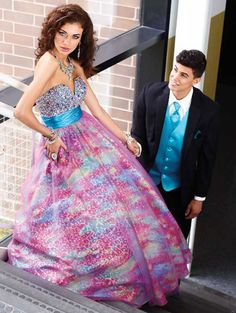 Love the colors in this dress :)