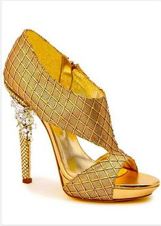 Gold with bait of bling .. J'adore .. #alannarosdesigns