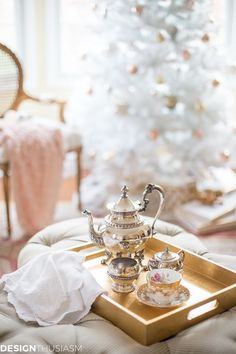 If you love modern French Country decor and romantic elegance, try complementing your unique style with a white Christmas tree. Country Christmas Trees, French Country Christmas, Christmas Home, Christmas Ideas, English Christmas, Christmas Mantles, Christmas Villages, Country French, Victorian Christmas