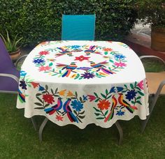 Textile Design and Designer`s Platform Sewing Stitches, Embroidery Stitches, Embroidery Patterns, Hand Embroidery, Mexican Style Decor, Mexican Textiles, Fiesta Decorations, Mexican Embroidery, Textile Design
