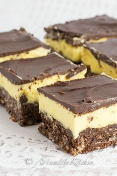 Nanaimo Bars are a true Canadian classic. Delicious layers of chocolate coconut crumb, custard filling and chocolate coating.Nanaimo Bars are a true Canadian classic. Delicious layers of chocolate coconut crumb, custard filling and chocolate coating. Beaux Desserts, Just Desserts, Delicious Desserts, No Bake Desserts, Baking Recipes, Cookie Recipes, Dessert Recipes, Holiday Baking, Christmas Baking