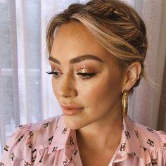 Hilary Duff Makeup, Hilary Duff Style, Lob Hairstyle, Easy Hairstyles, Bridal Hair And Makeup, Hair Makeup, Fun Makeup, Demi Lovato, Diy Beauty
