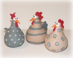 Hühner in Fimo (ca. Chicken Crafts, Chicken Art, Ceramic Birds, Ceramic Animals, Paper Clay, Clay Art, Ceramic Chicken, Gourds Birdhouse, Pottery Animals