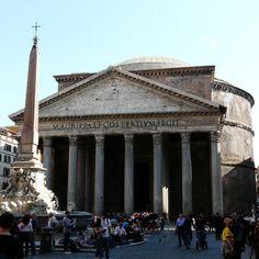 """Кому был посвящен Пантеон в Риме? всем богам! Общепринято, что Пантеон был посвящен всем богам, на что указывает его имя (греческий Pan """"все"""" + Theon """"Боги""""). Тем не менее, это довольно странно, потому что концепция храма, посвященного всем богам одновременно, в древние времена отсутствовала. Есть предположения, что название """"Пантеон"""" во времена  римлян употреблялось, как  общее название для какого-либо здания."""
