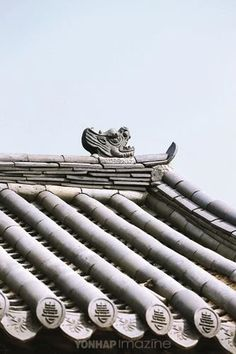 Korean Design, Chinese Design, Korean Traditional, Traditional House, Japanese Family Crest, Japan Architecture, Roof Detail, Japan Image, Roof Tiles