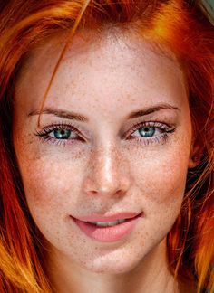 Eight Thousand Faces Beautiful Freckles, Beautiful Red Hair, Most Beautiful Eyes, Stunning Eyes, Red Hair Freckles, Redheads Freckles, Freckles Girl, Pretty Redhead, Stunning Redhead