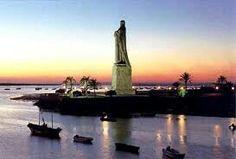 La provincia de Huelva es una provincia española situada en el oeste de la comunidad autónoma de Andalucía y su capital es la ciudad de Huelva. Con una población de 521.220 habitantes a principio de 2011, ocupa el puesto 31 entre las provincias más pobladas, limitando al norte con la de Badajoz, al este con la provincia de Sevilla, al sureste con la provincia de Cádiz, al sur con el océano Atlántico y al oeste con Portugal.
