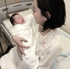Trendy Baby Fashion Girl And Boy Cute Asian Babies, Korean Babies, Cute Babies, Mode Ulzzang, Ulzzang Kids, Little Babies, Baby Kids, Couple With Baby, Pregnant With A Girl