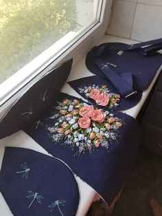 Ribbon Embroidery Tutorial, Embroidery Bags, Silk Ribbon Embroidery, Hand Embroidery Patterns, Denim Crafts, Ribbon Art, Linen Bag, Bag Patterns To Sew, Denim Bag