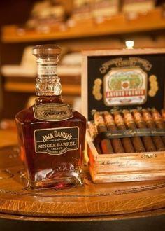 Jack Daniel's Single Barrel and Arturo Fuentes cigars Good Cigars, Cigars And Whiskey, Bourbon Whiskey, Tennessee Whiskey, Scotch Whiskey, Cigar Bar, Cigar Club, Cigar Humidor, Cocktails